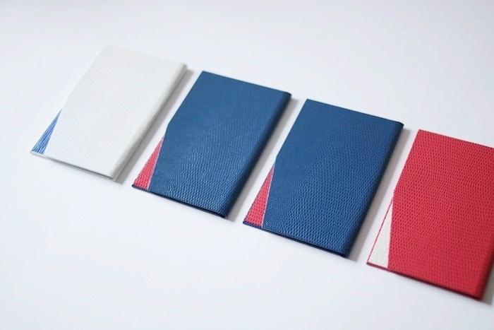 4つのスリムタイプ名刺入れ(オフホワイト×ブルー・ブルー×レッド・レッド×オフホワイト)