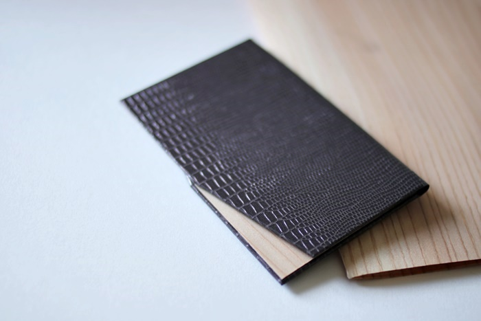 紙と木素材で作る名刺入れ